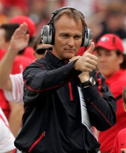 ** FILE ** This is an Oct. 11, 2008 file photo showing Georgia head coach Mark Richt gesturing on the the sidelines during an NCAA college football game against Tennessee in Athens, Ga. Judging from the chatter on Internet message boards, Georgia fans are fretting a little more than usual, clearly bothered by the perception that their program is starting to lag ever so slightly behind the other elite schools in the powerful Southeastern Conference. (AP Photo/John Bazemore, File)